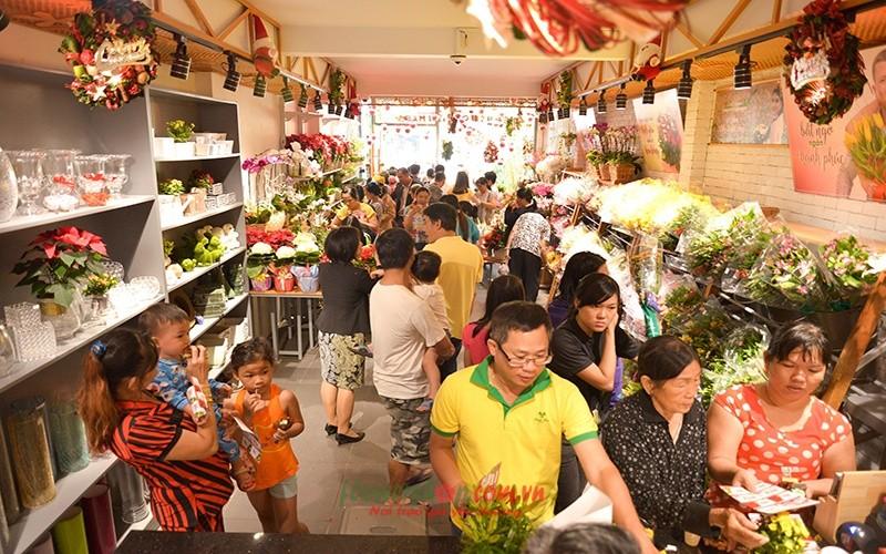 khách hàng đặt hoa tươi tại Dalat Hasfarm