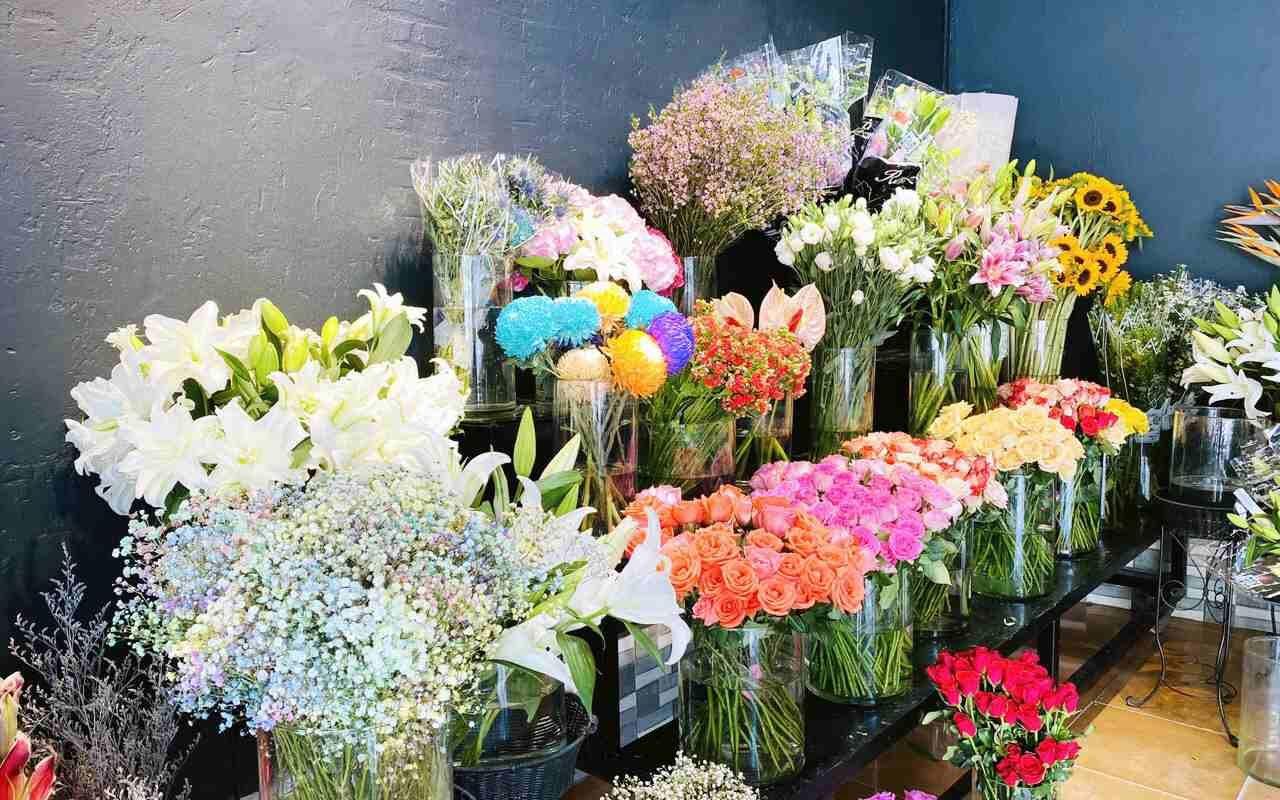 Quy trình gói hoa và giao hoa đảm bảo