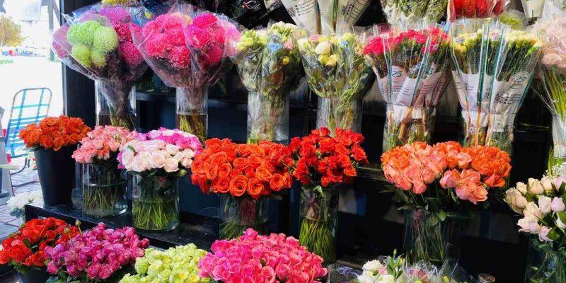 Hoa trưng bày tại shop hoa tươi quận 6