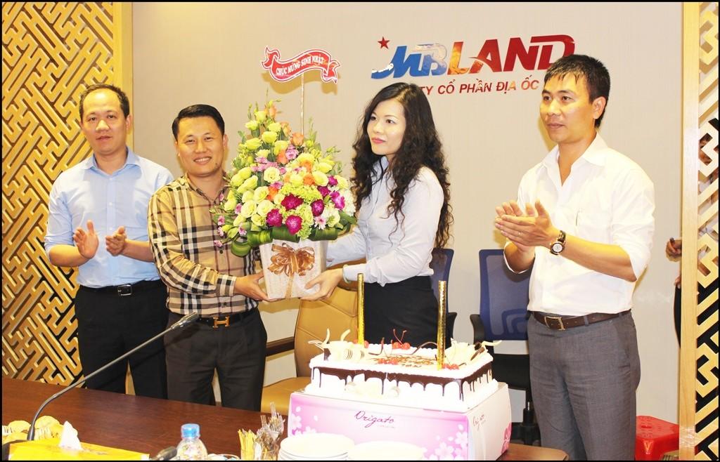 MBLand tổ chức sinh nhật cho cán bộ và nhân viên (nguồn ảnh từ www.mbland.vn)