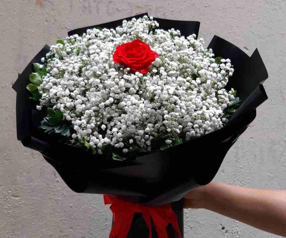 bó hoa baby giao cho khách tại quận 9