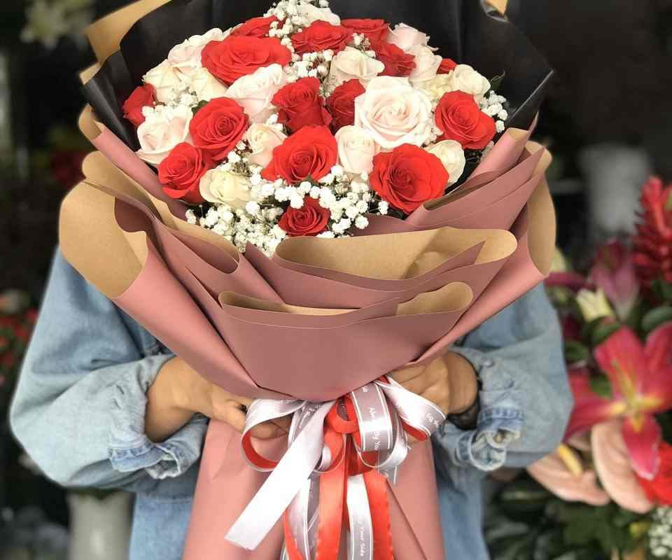 bó hoa hồng đỏ & hồng kem