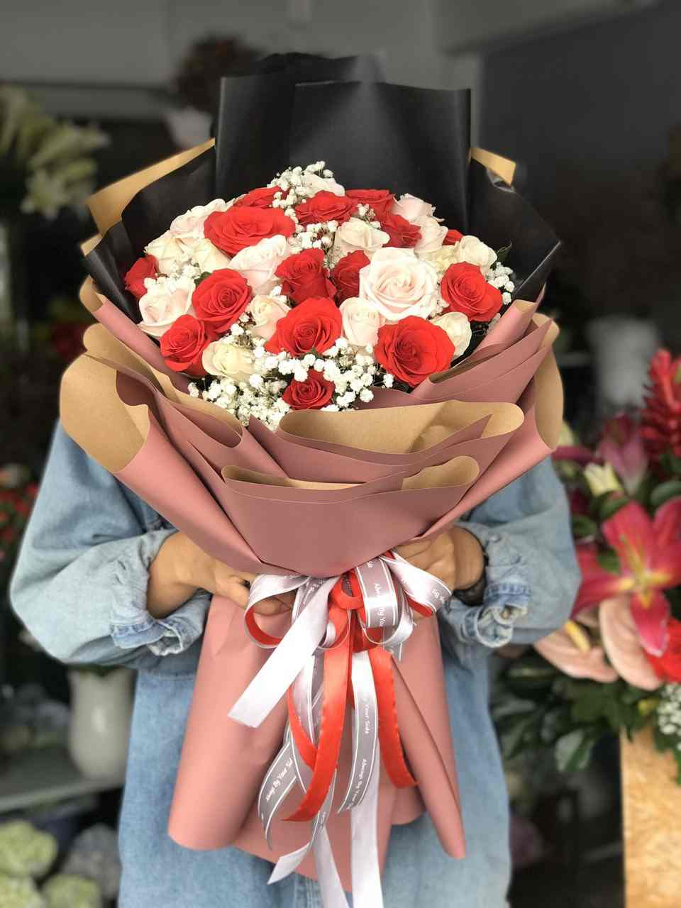 Bó hoa hồng đỏ và hồng kem Tại Shop Hoa Tươi Gò Dầu
