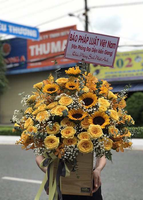 giỏ hoa sinh nhật được đặt Online tại cửa hàng hoa quận 1