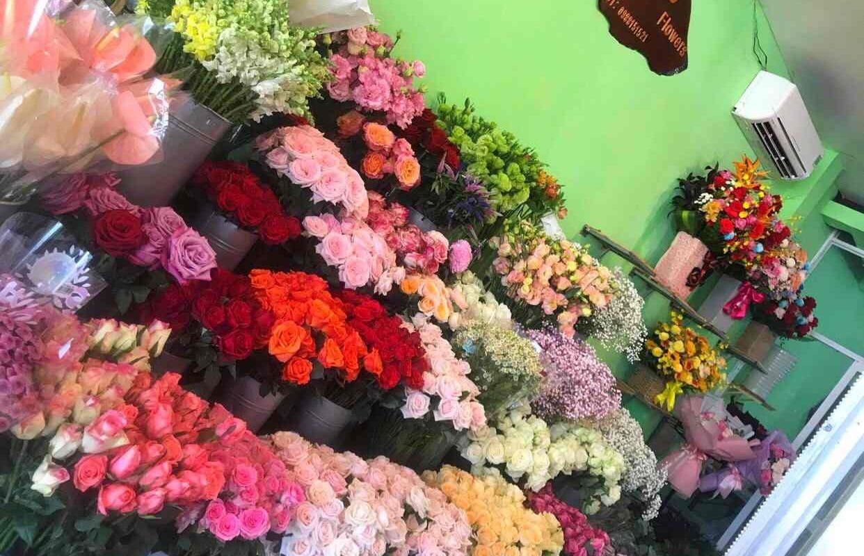 hoa được trưng bài tại shop hoa tươi Quận 5