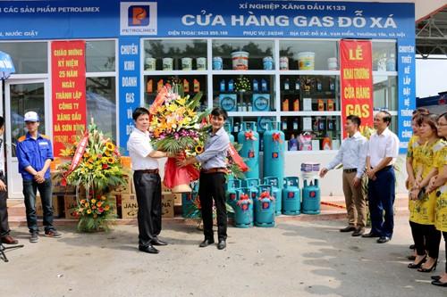 lẵng hoa chúc mừng khai trương cửa hàng gas đỗ xá (nguồn ảnh từ www.baocongthuong.com.vn)