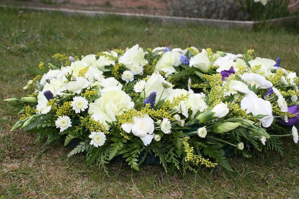 Đặt vòng hoa tang lễ tại quận Bình Tân