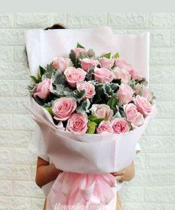bó hoa hồng dâu điểm lá tai lừa