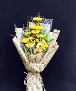 hoa hướng dương bó giấy báo