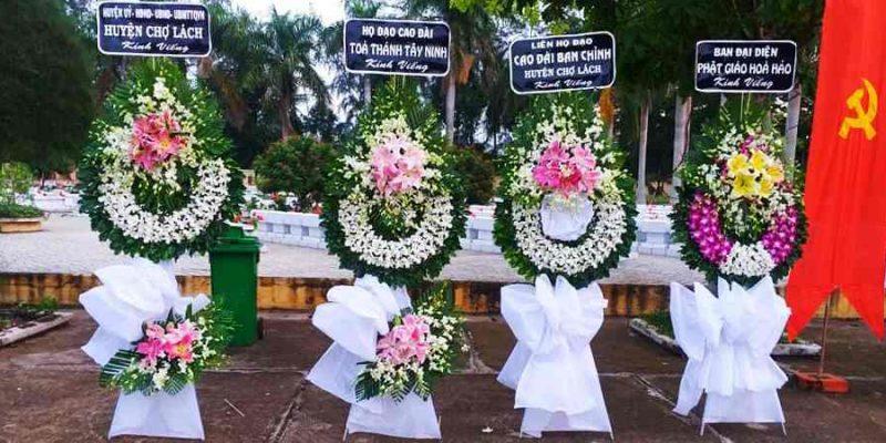 Vòng Hoa Tang Lễ Quân 12 hoa tươi 100%, thiết kế đẹp, giá cả cạnh tranh