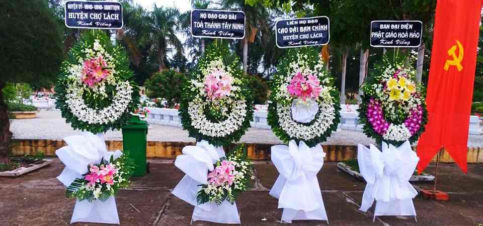Vòng Hoa Đám Tại Gò Dầu Flower Shop Chuẩn bị Cho Khách