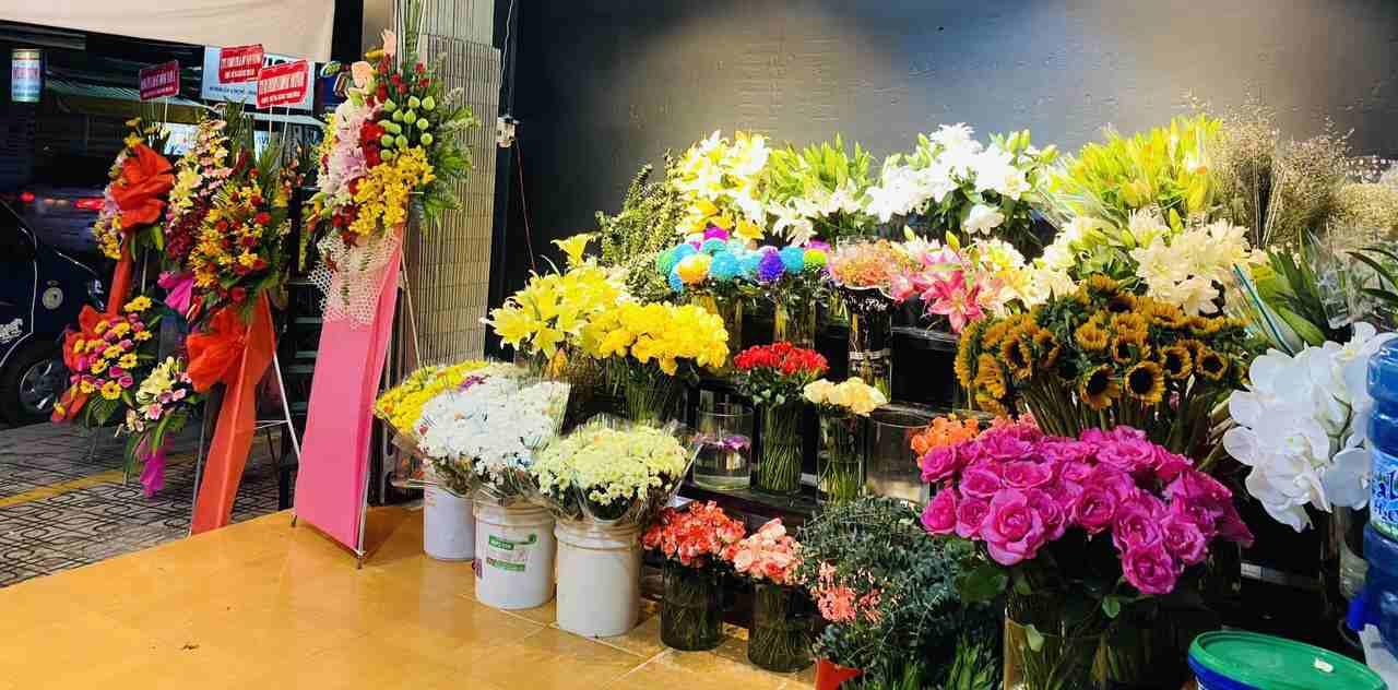 Hoa trưng bày tại shop hoa Dầu Tiếng