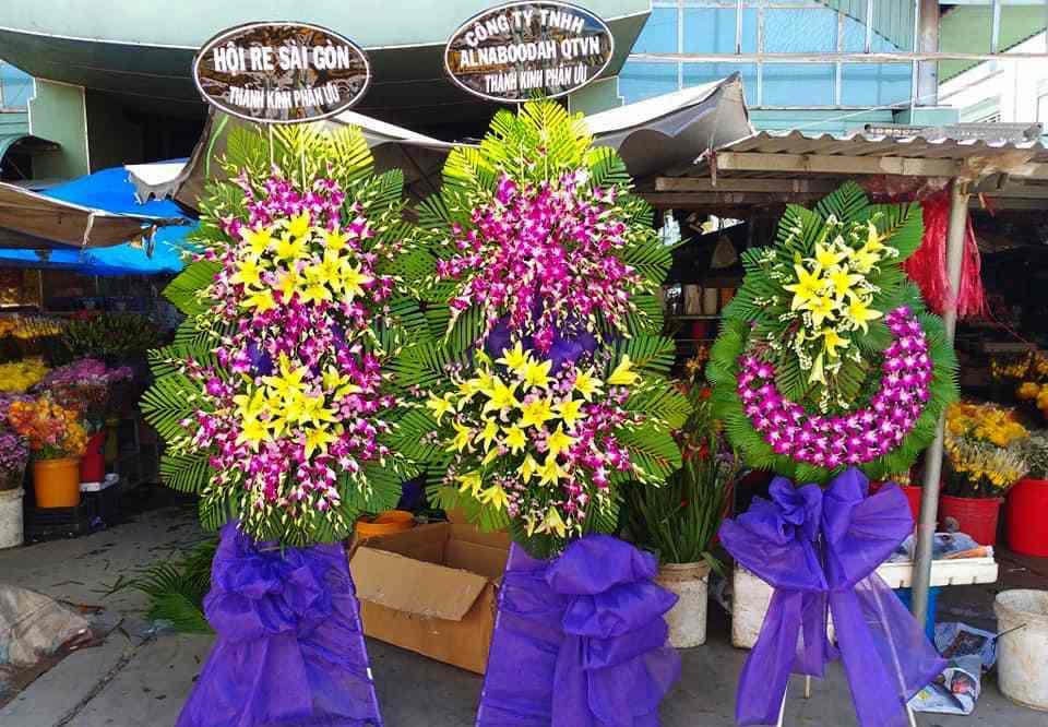Đặt vòng hoa tang lễ tại Bình Dương