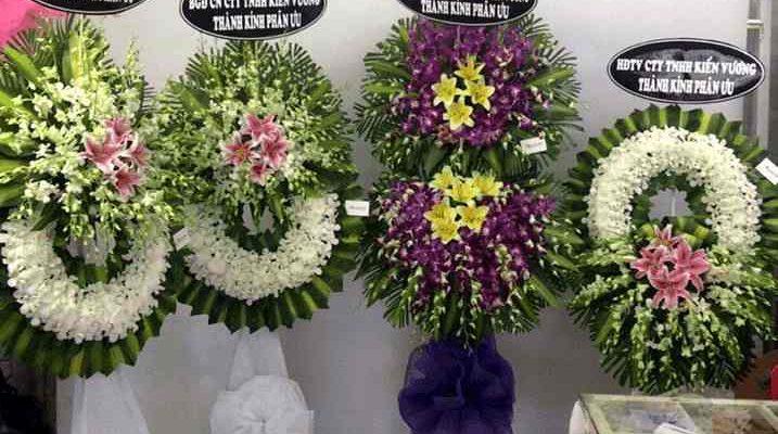 Đặt vòng hoa tang lễ tại huyện Bình Chánh