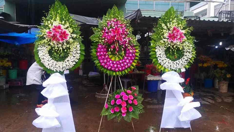 Đặt Vòng Hoa Tang Lễ Tại Trà Vinh – Hoa Viếng Trang Trọng Cho Người Mất