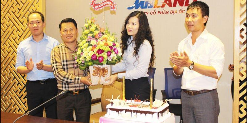 Shop hoa tươi ở TPHCM | MBLand tổ chức sinh nhật và tặng hoa tươi cho cán bộ và nhân viên (nguồn ảnh từ www.mbland.vn)