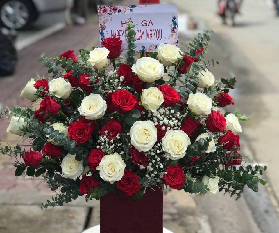 giỏ hoa sinh nhật khách hàng do flower shop Long An thực hiện