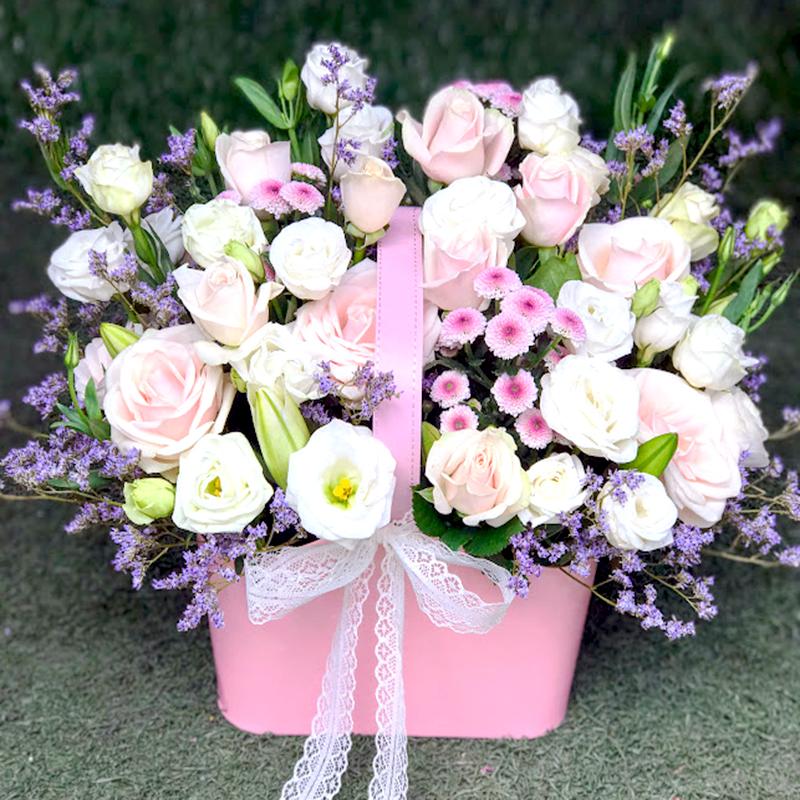 Mẫu Hoa Hồng kem, hoa cát tường trắng, Hoa sao tím shop chuẩn bị cho khách tại trảng bàng